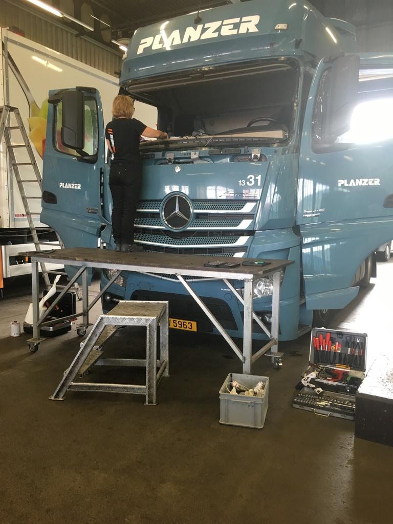 Mercedes Actros Frontscheibe ersetzen
