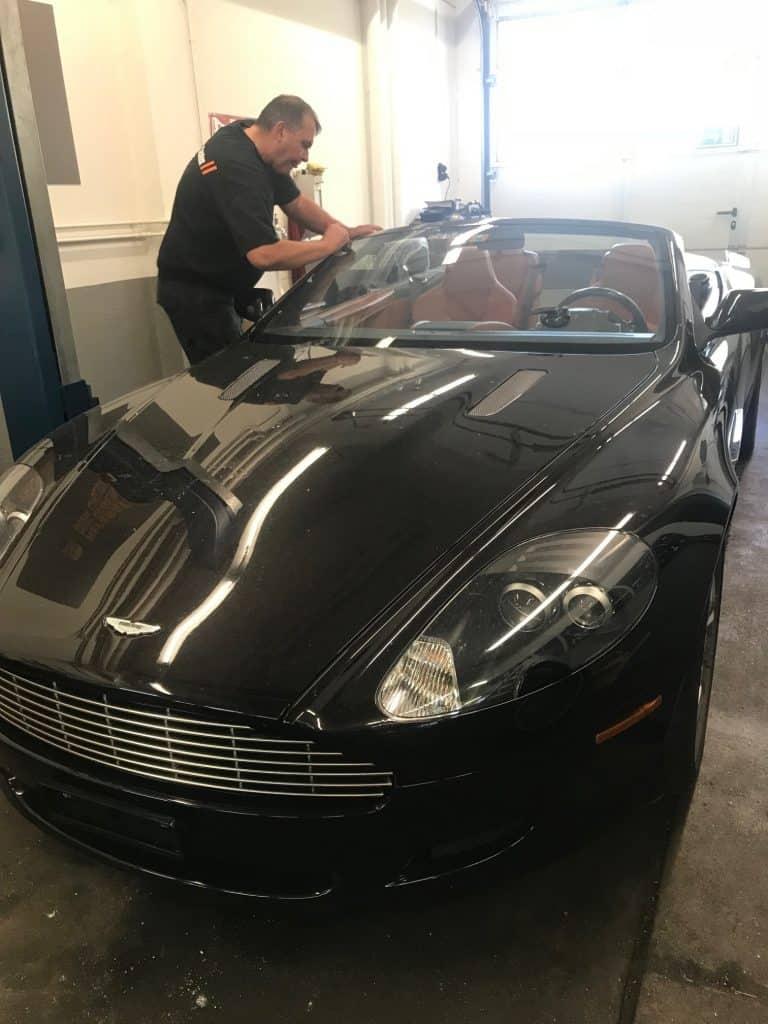 Aston Martin DB9 Frontscheibe ersetzen